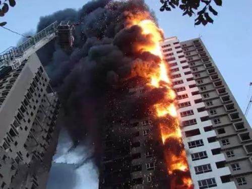 因建筑物外墙保温层引发火灾造成损害谁来赔偿?插图